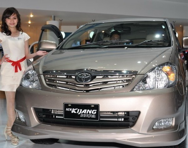 Kijang Innova 2012
