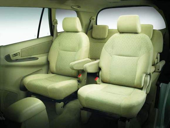 toyota kijang innova interior Kijang Innova 2012 rental mobil