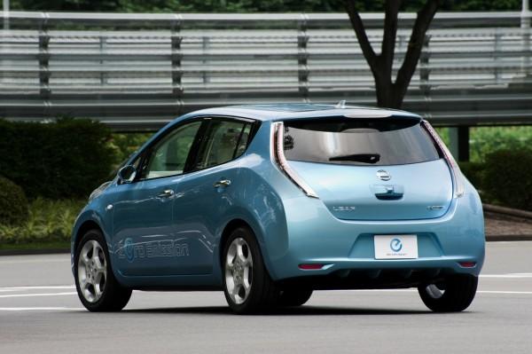 Mobil nissan leaf