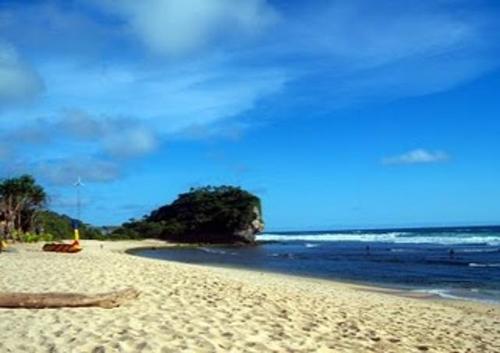 Pantai Indrayanti sewa mobil yogyakarta