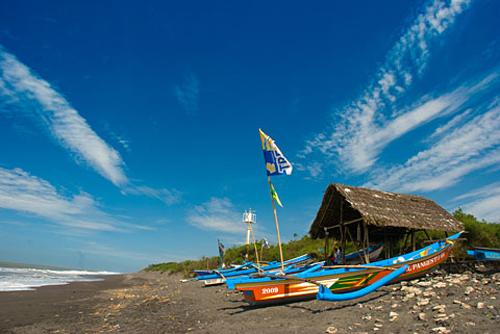 Pantai Kuwaru rental mobil jogja