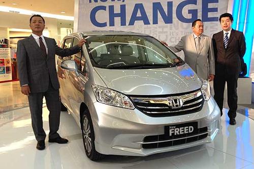 Mobil Honda Freed Terbaru 2012 sewa mobil jogja