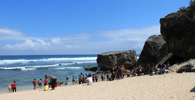 Pantai Pulang Syawal Gunung Kidul Yogyakarta