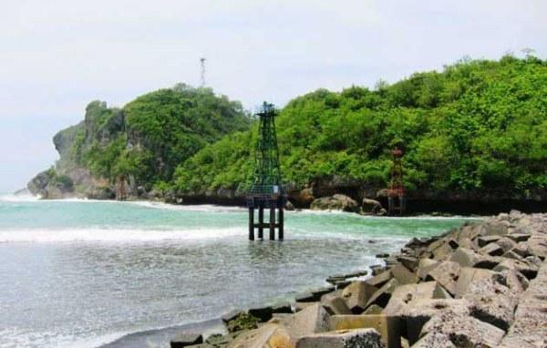 Pantai Sadeng Girisubo Yogyakarta