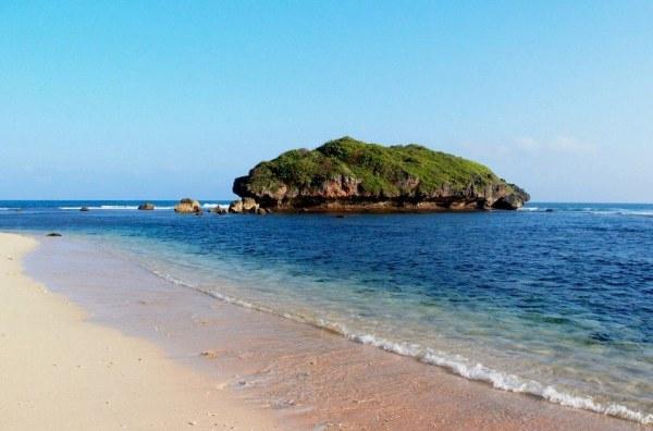 Pantai Sadranan Gunung Kidul Yogyakarta