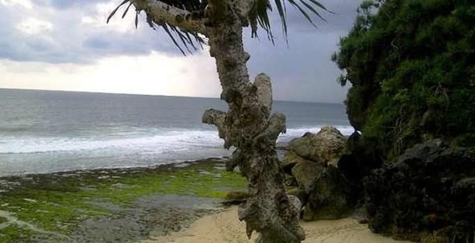 Lokasi Pantai Watulawang
