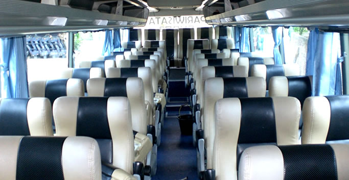 Interior bus pariwiata Jogja