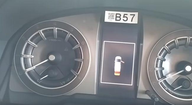 Toyota Venturer 2.0 MT Speed Console